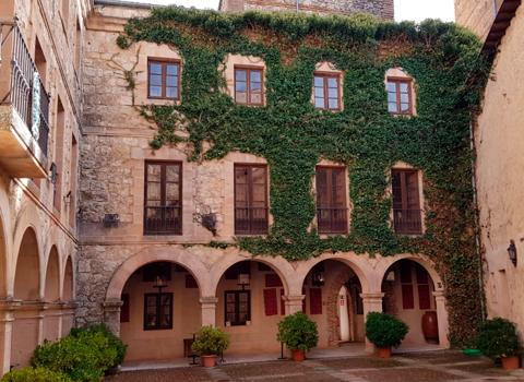 Patio interior del Castillo de Castilnovo
