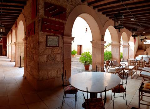 Terraza interior Castillo Castilnovo
